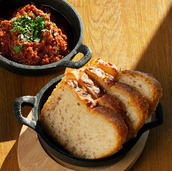 Talon leipää ja tomaattipestoa Take Away - Ravintola Piemonte